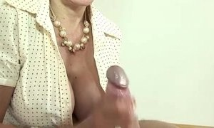 Cumshot for mature brit lady sonia