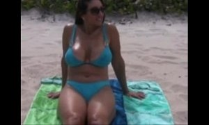 Milf hot exposed at the beach /100dates