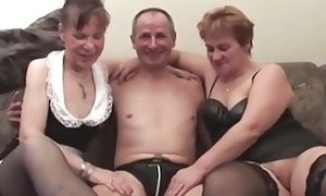 2 grandmothers In three way Vege penetrating sex video