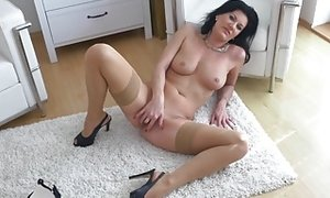 Sexy mature mummy with awesome figure free porn